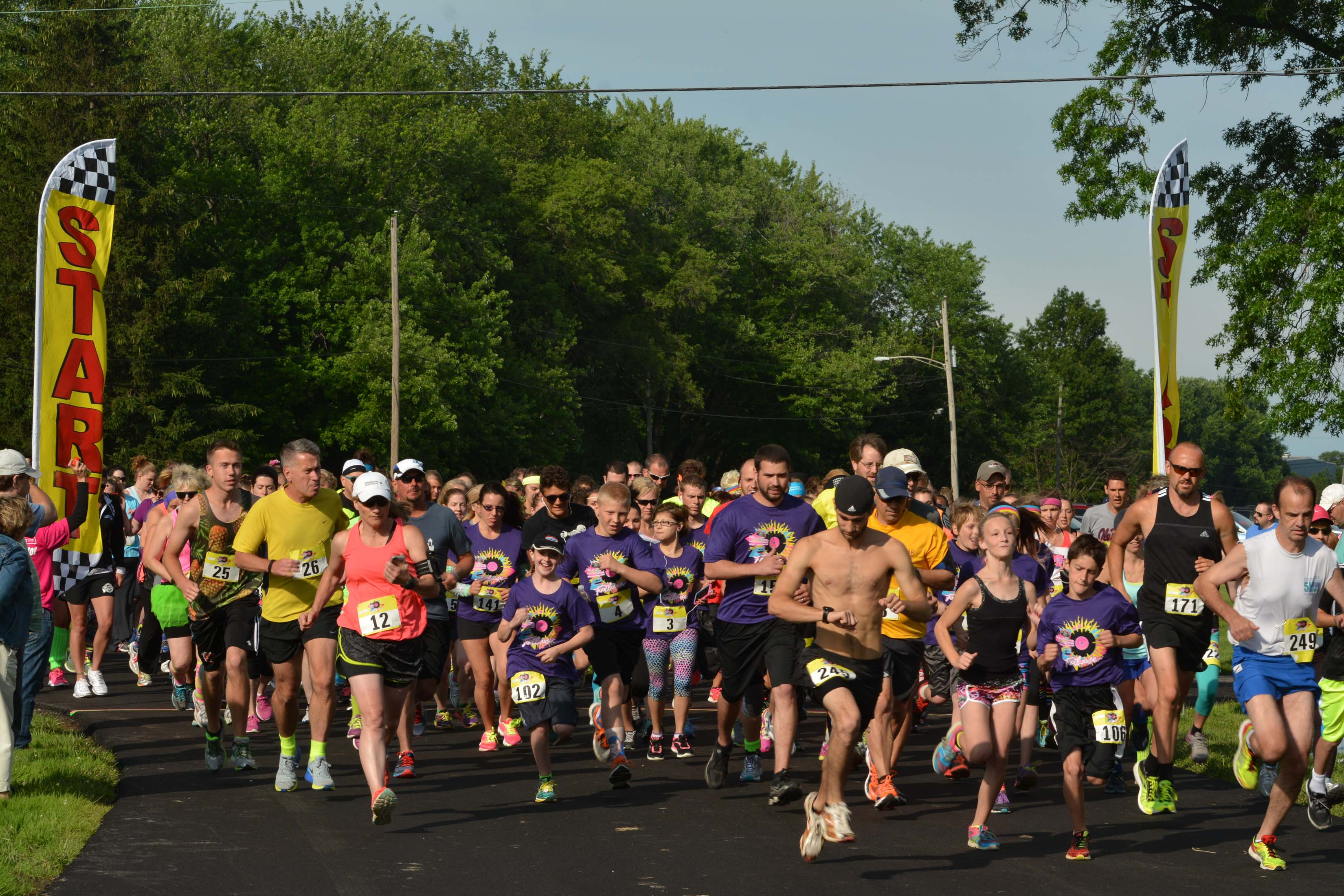 Runners take off at the 2015 Footloose 5K.